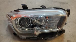 2016 2017 2018 TOYOTA TACOMA HALOGEN W/LED DRL HEADLIGHT OEM RIGHT SIDE PASSENGER for Sale in Hawthorne, CA