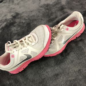 Nike Size 6 Women's Shoes in great shape! for Sale in Mason, OH
