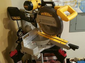 Dewalt compound miter saw super clean for Sale in Pittsburgh, PA