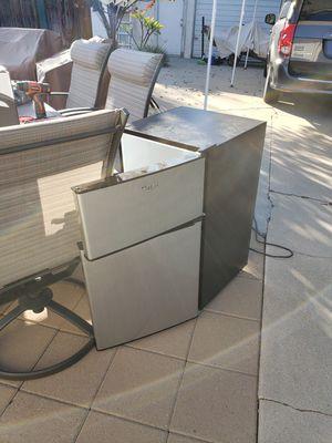 Mini Refrigerator- Great condition for Sale in Glendora, CA