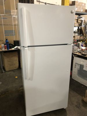 Slightly Used but Includes 1 Year Warranty GE 16 Cu Ft Top Freezer Refrigerator w/Wire Shelves White ***Save 100's!*** Sells for $587+! for Sale in Hayward, CA