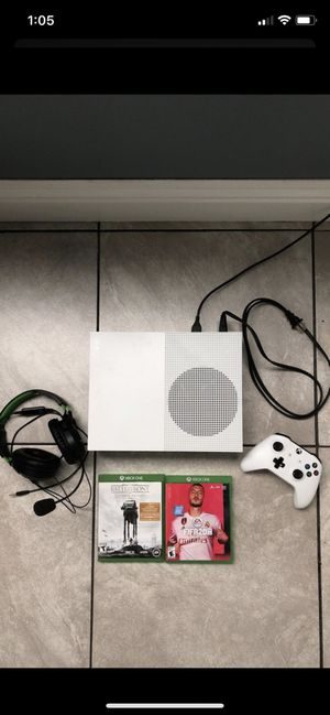 Xbox one s/Fifa 20/Battlefront/Headset/Xbox Controller for Sale in Perris, CA