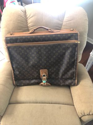 Louis Vuitton garment bag for Sale in BROOKSIDE VL, TX