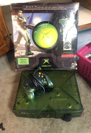 X BOX Halo special green console for Sale in Montclair, CA