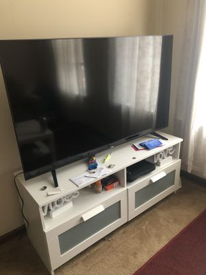 TCL 55' Roku tv and tv stand for Sale in Philadelphia, PA