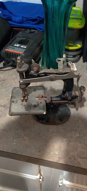 Singer Antique Sewing Machine for Sale in Plano, TX