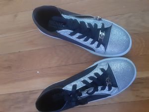 MICHAEL KORS BLK & SILVER SNEAKERS for Sale in Yonkers, NY