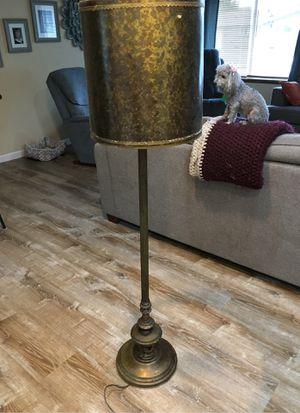 Older floor lamp for Sale in Spanaway, WA