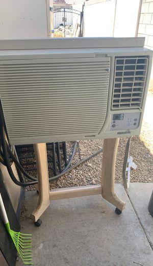 Window AC/heater (heat not working) for Sale in Las Vegas, NV