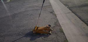 Floor jack (needs repair) for Sale in Pomona, CA