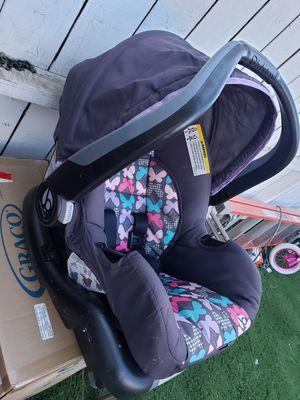 Baby new born car seat for Sale in El Cajon, CA