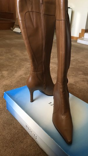 $67 OBO - WESTIES BROWN LEATHER (UPPER) zip up BOOTS - SIZE 9 M - 3.5 inch heel & 19 in high from floor. for Sale in Glendale, AZ