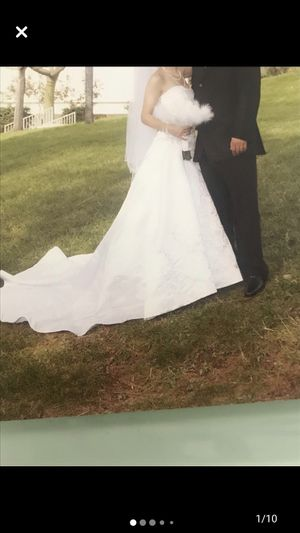 Wedding dress in good condition size 0 for Sale in Los Angeles, CA