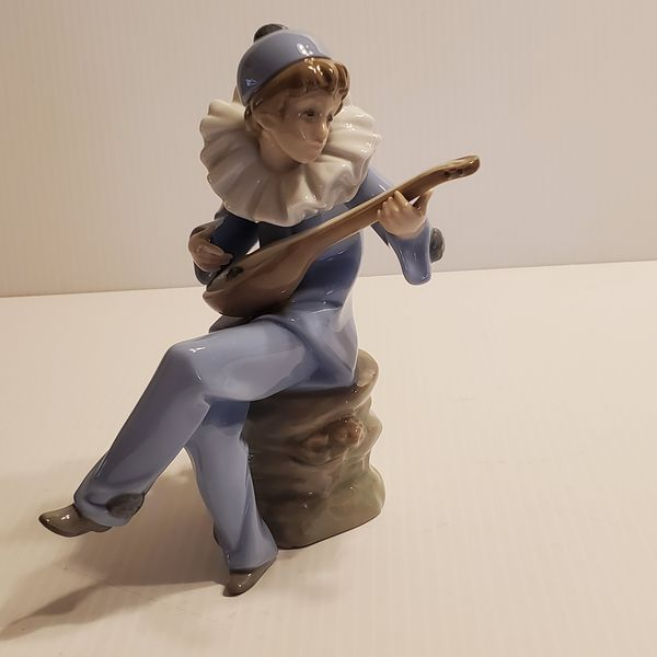 Vintage 1988 NAO by Lladro Figurine DAISA Harlequin with Lute/Mandolin Jester/Clown/ Boy.