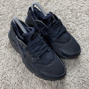 Nike black huaraches for Sale in San Jose, CA