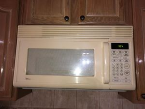Chef-mate microwave and may-tag dishwasher for Sale Color beige . for Sale in Dearborn, MI