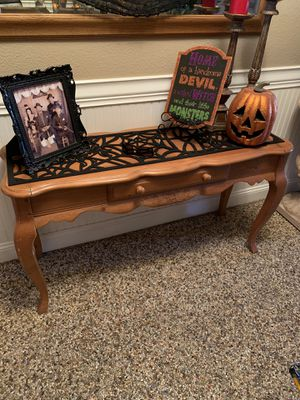 """Entry Table 49""""x27, solid wood. (Purchased from Salmon's Furniture in Hanford,Ca) for Sale in Selma, CA"""