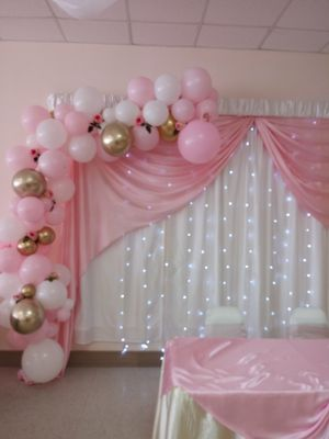Its a girl balloon garland for Sale in Houston, TX
