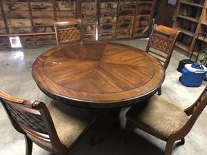 Very nice wood dining table for Sale in Los Angeles, CA