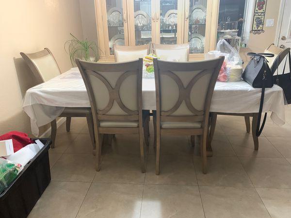 Kitchen table-excellent condition