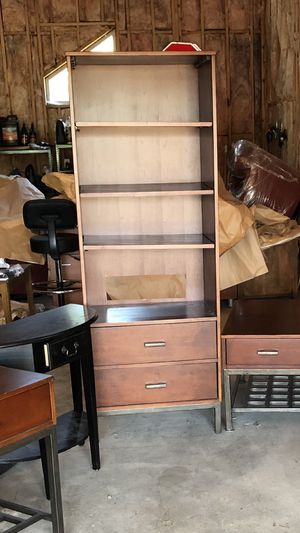 Beautiful contemporary shelf for Sale in Puyallup, WA