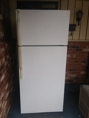 GE refrigerator for Sale in Bethany, OK