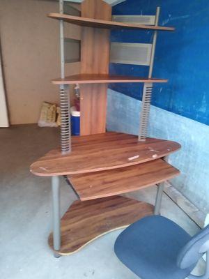 Computer desk con la silla for Sale in Bassett, CA