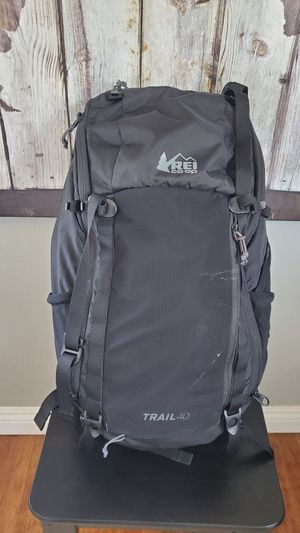REI Lightweight Backpack 40L - Medium for Sale in Los Angeles, CA