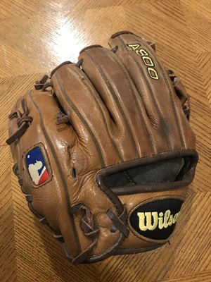Wilson A800 right hand thrower baseball mitt for Sale in New Paltz, NY