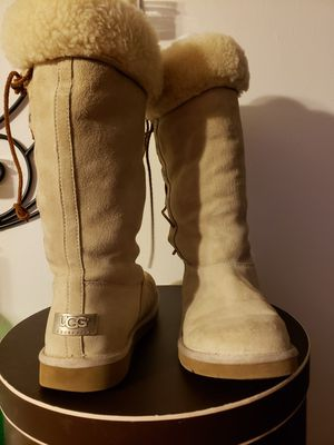 UGG SHEARLING BOOT 7-1/2 - 8 for Sale in Chicago, IL