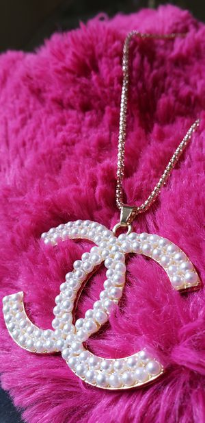 Stunning Pendant & necklace set☆☆☆ for Sale in Houston, TX