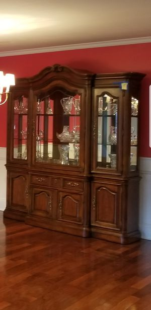 China Display, Curio in Great Condition with glass shelves and dimmable lights.. Tons of Storage. for Sale in Staten Island, NY