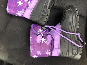 Size 10 kids snow boots for Sale in Fresno, CA