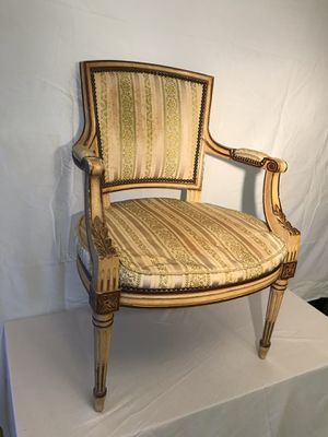 "elegant Victorian Style Yellow Wood and Cushioned Antique Chair 24"" L x 23"" W x 34"" H for Sale in Fountain Inn, SC"