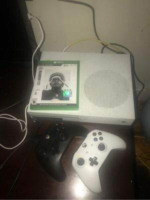 Xbox One S with madden 21 and controllers for Sale in San Antonio, TX
