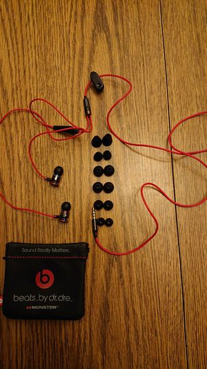 Beats earbuds in perfect condition. for Sale in Shrewsbury, MA