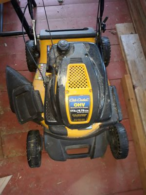 Cub cadet lawn mower. for Sale in Spanaway, WA