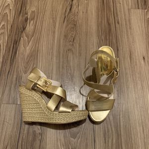 Women's Michael Kors Gold Metallic Leather Platform Wedge Sandal Size 6.5 for Sale in Seattle, WA