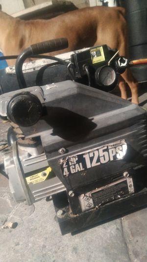4 Gallon 2 HP 125 PSI Twin Tank Air Compressor for Sale in Los Angeles, CA