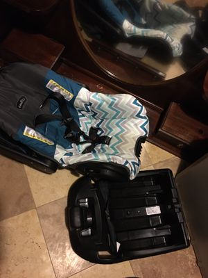 Infant car seat and base for Sale in Millington, TN