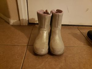 Authentic ugg girl boots pre owned size us 5 and UK 4 for Sale in Las Vegas, NV