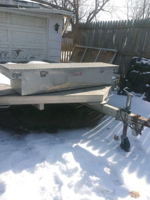 Solid Box , Nice condition 👍 for Sale in Kenosha, WI