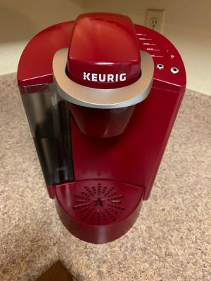 KEURIG coffee maker. Like New. It works perfect and it looks super cool. I'm selling it because I moved and somebody gave the same one una differen for Sale in Denver, CO