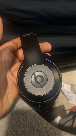 Beats headphones wireless for Sale in The Bronx, NY