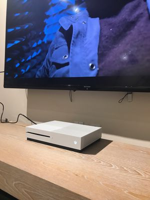 Xbox One S (500GB) for Sale in Hialeah, FL