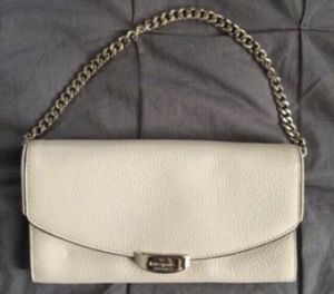 AUTHENTIC KATE SPADE ♠️ wallet style clutch with chain for Sale in Moreno Valley, CA