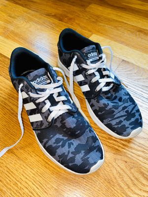 Adidas women's sneakers size 9 for Sale in Cleveland, OH