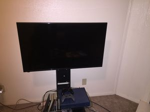 42 inch hisense smart tv and stand for Sale in Lawton, OK