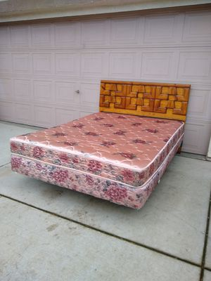 Queen Bed With Mattress, Box Spring, Metal Frame & Solid Wood Headboard for Sale in Patterson, CA