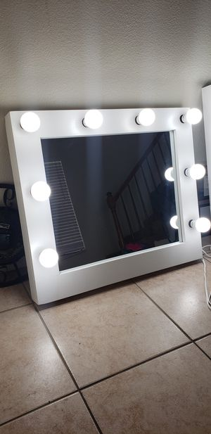 Makeup vanity mirror for Sale in Grand Terrace, CA